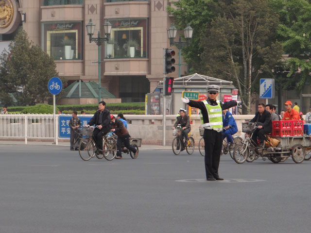 регулировщик в Пекине