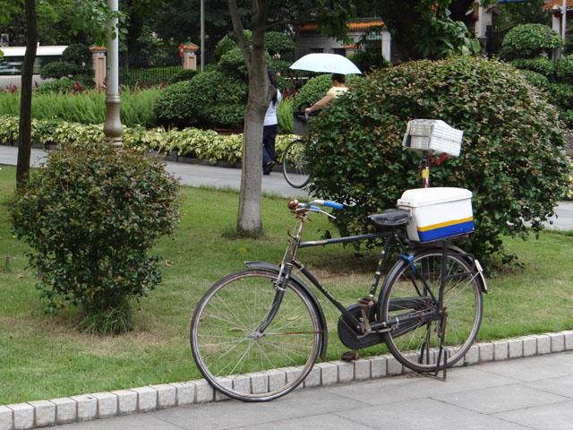 старенький полицейский велосипед
