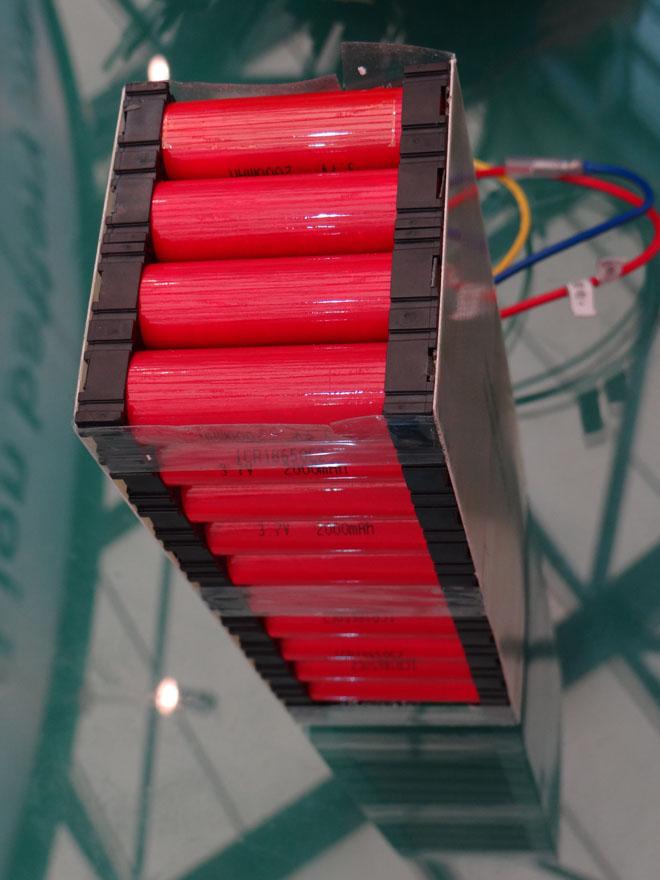 заводская сборка из 40 цилиндрических элементов