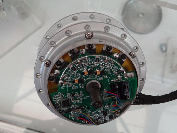 Так выглядят контроллеры, встраиваемые в мотор колесо